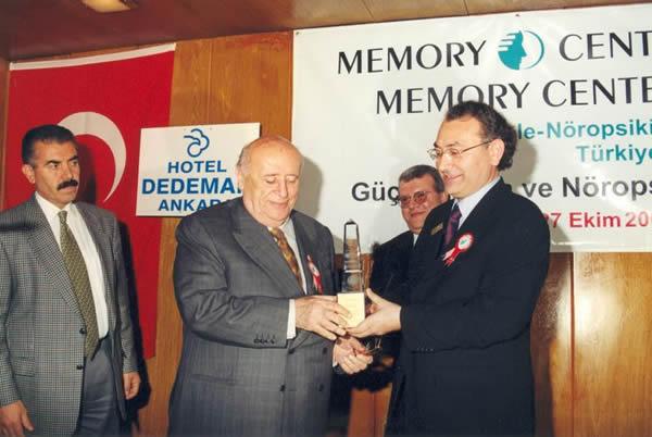 9.Cumhurbaşkanımız Süleyman Demirel'e Güçlü Hafıza Ödülü
