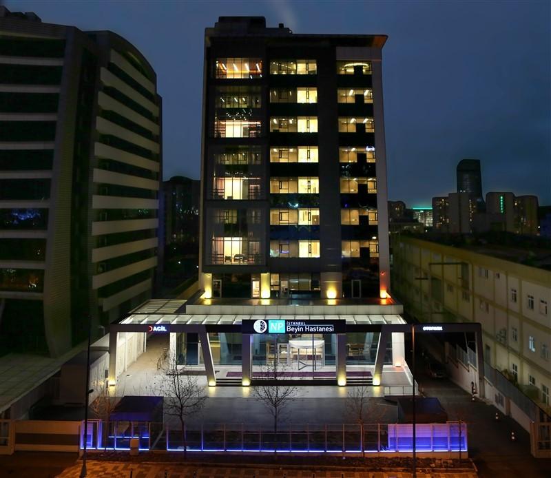 NPİSTANBUL Beyin Hastanesi Gece Görünüm