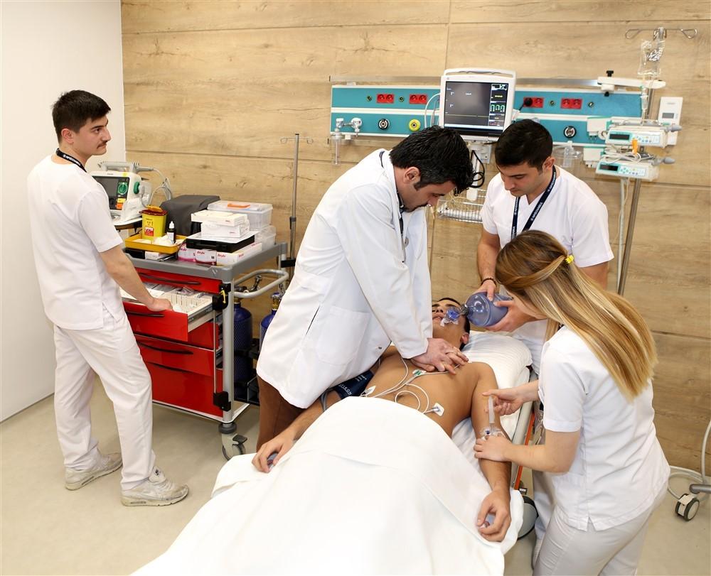 NPİSTANBUL Beyin Hastanesi Acil Servis Ekibi