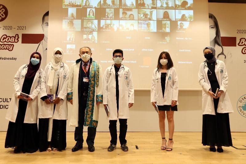 Tıp Fakültesi öğrencilerinin beyaz önlük coşkusu